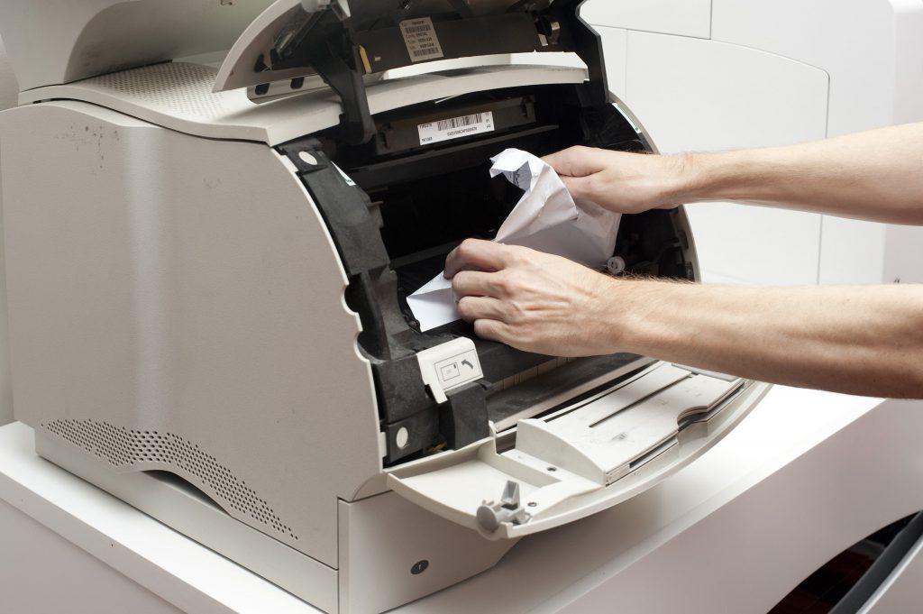 máy in bị kẹt giấy hình 1